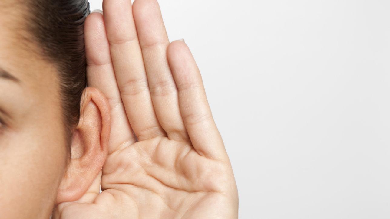 Развитие музыкального слуха это первый и один из самых основных этапов становления вокалиста. Почему же это так важно? В первую очередь тренировки слуха улучшают ваше музыкальное восприятие. Если вы начинающий вокалист, такая тренировка позволяет узнать ваш голос, понять и координировать его, адекватно оценивать свои способности и определять на самом ли деле ваш уровень вокала растет.