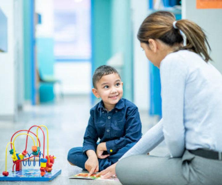 Логоритмика (логопедическая ритмика) – один из методов, который поможет устранить речевые нарушения Вашего малыша.